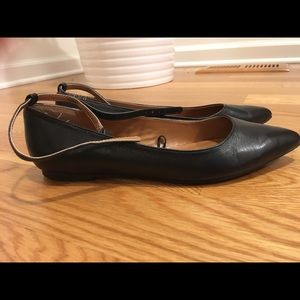 EUC Gap leather pointed toe flats with ankle strap
